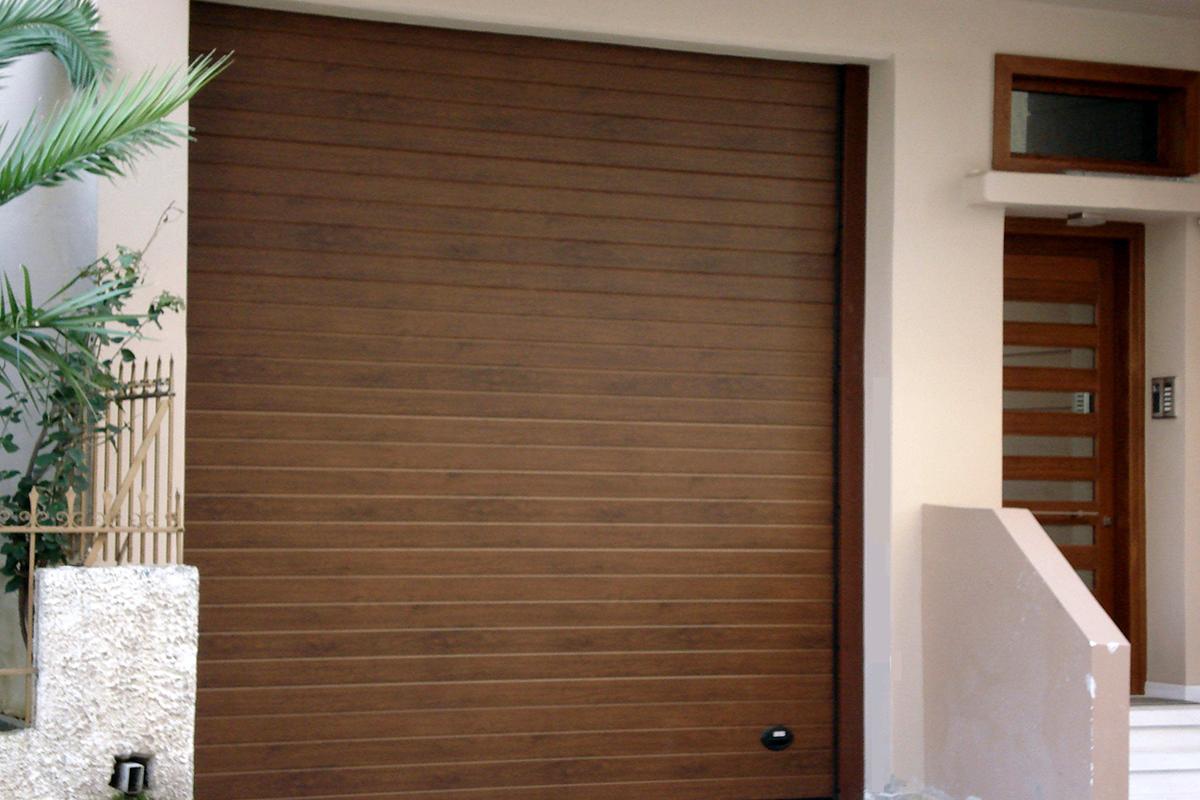 Πολύσπαστη Πόρτα Γκαράζ με Μόνωση